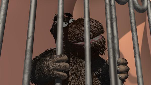 Balduin, das Höhlenungeheuer, muss vorsichtshalber hinter Gitter. | Rechte: ZDF/Caligari Film