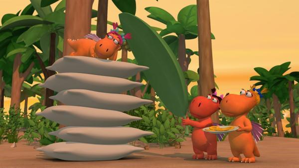 Es hat sich herumgesprochen, dass  Kokosnuss ein Prinz ist. Ananas übt sich als Prinzessin – das wäre ihr Traum! | Rechte: ZDF/Caligari Film