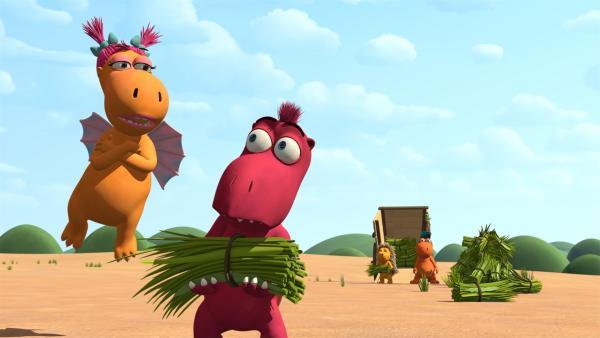 Wer hätte gedacht, dass die eingebildete Ananas freiwillig bei der Grasernte hilft! Ob sie Hintergedanken hat?   Rechte: ZDF/Caligari Film