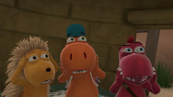 Matilda, Kokosnuss und Oskar stehen nebeneinander und haben einen Gesichtsausdruck, als hätten sie gerade ein Gespenst gesehen. | Rechte: ZDF/Caligari Film