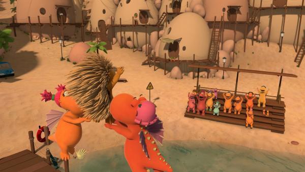 Hoch über dem Strand führen Ananas und Mango gemeinsam mit Matilda eine artistische Flugschau auf.   Rechte: ZDF/Caligari Film