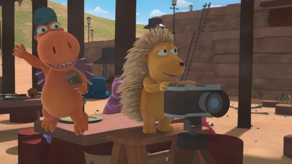 Kokosnuss, Matilda und Oskar drehen das Bewerbungsvideo für Chef. Dabei arbeiten sie mit ein paar Tricks, um das Ergebnis zu beeinflussen. | Rechte: ZDF/Caligari Film