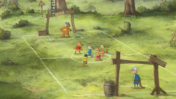 Im Rabenwald findet ein großes Fußballturnier statt. | Rechte: SWR/NDR/Akkord Film