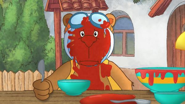 Eddi ist voll mit Tomatensoße. | Rechte: SWR/NDR/Akkord Film