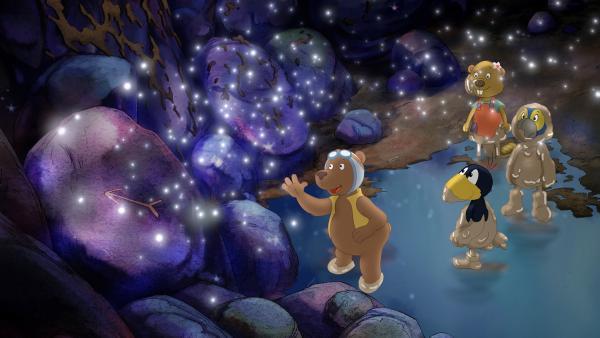 Fritzi, Rinaldo und Socke sind erleichtert: Eddi hat einen Weg aus der düsteren Höhle entdeckt.  | Rechte: SWR