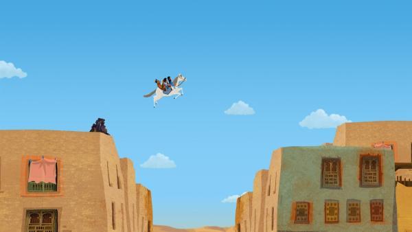 Auf dem Rücken eines Pferdes, dass Marco, Shi La und Luigi bei einem Rennen gewonnen haben, geht's hoch oben quer über die Dächer der Stadt – denn die Drei werden von Beduinen verfolgt.  | Rechte: MDR/ARD/MotionWorks 2018