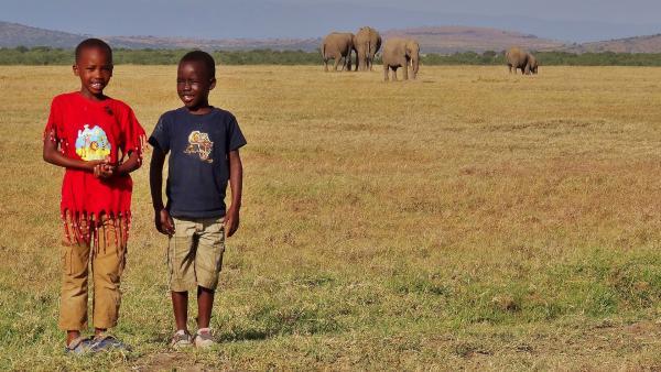 Emily und John bei den Elefanten | Rechte: SWR/FF-movie.tv Film- und Fernsehproduktion