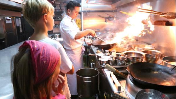 Jacob und Josefine in der Küche | Rechte: SWR/Tellux Film