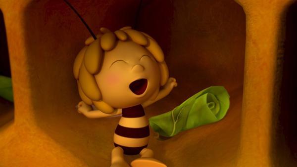 Die frisch geschlüpfte Biene Maja ist noch ganz müde. | Rechte: ZDF/Studio100 Animation