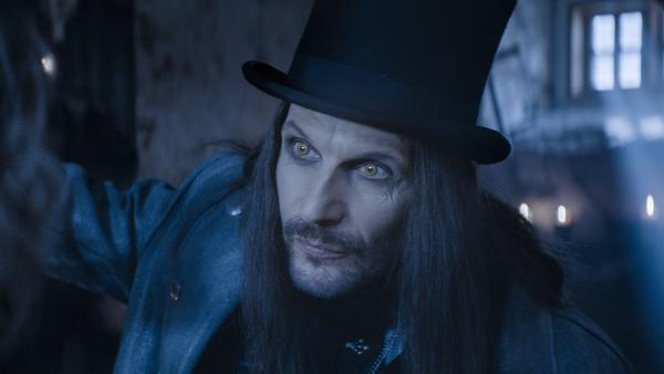 Dracula (Julian Bleach) hat einen teuflischen Plan.   Rechte: NDR/Lemming Film