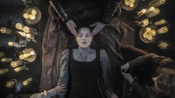 Nur Leo kann in Alisas (Anastasia Martin) Gedankenlabyrinth eindringen. | Rechte: NDR/Lemming Film