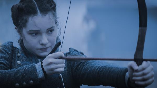 Alisa (Anastasia Martin) bereitet sich auf den Kampf gegen die Rotmasken vor. | Rechte: NDR/Lemming Film