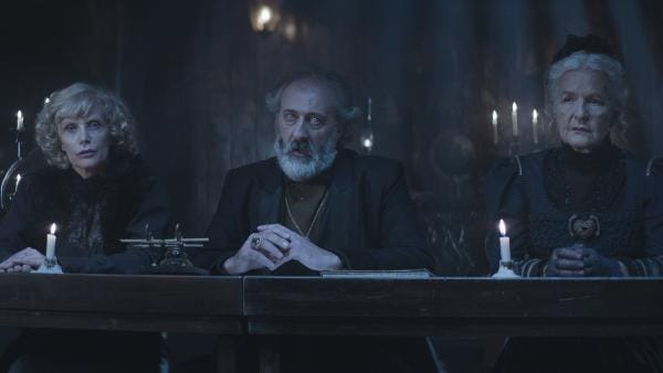 Die drei Mitglieder des Ältestenrats: Madame de Pyras (Annick Christiaens), Conte Claudio (Francesco de Vito) und Dame Elina (Hildegard Schmahl) | Rechte: NDR/Lemming Film