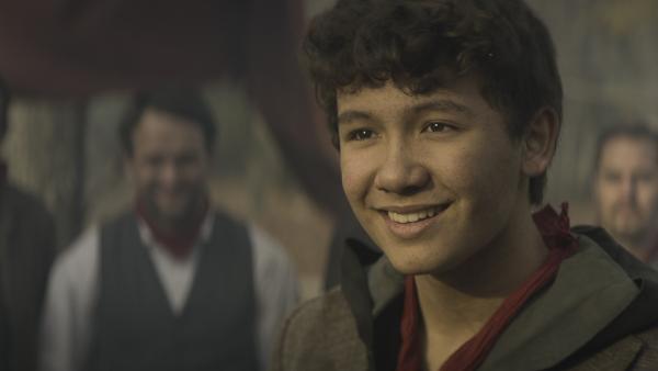 Nicu (Lance West) lächelt. Bald wird er seine Mutter wiederhaben. | Rechte: NDR/Lemming Film