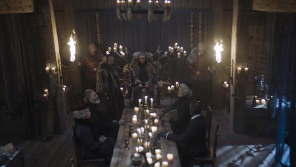 Leo (Ulrik William Graesli) und die Ältesten im Thronsaal der Dracas | Rechte: NDR/Lemming Film