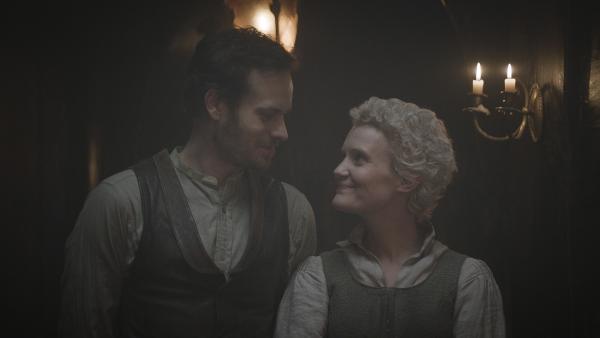 Hindrik (Florian Bartholomäi) und Karen ( Lena Kvitvik) entdecken ihre Liebe zueinander. | Rechte: NDR/Lemming Film