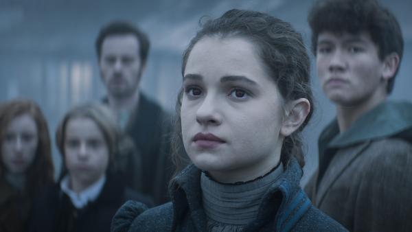 Alisa (Anastasia Martin) und ihre Freunde haben einen neuen Plan. | Rechte: NDR/Lemming Film