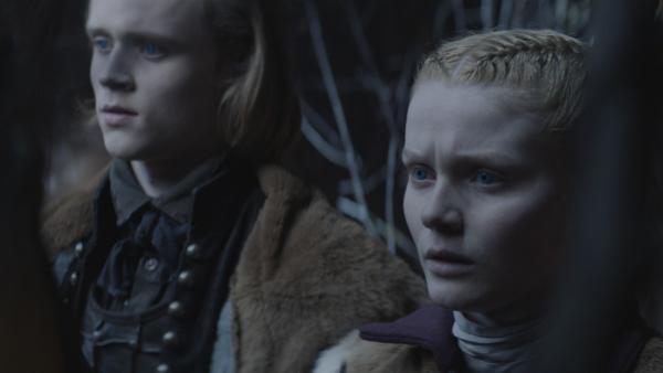 Leo (Ulrik William Graesli) und Inga (Ines Hoysaeter Asserson) vor ihrem Spiegelbild | Rechte: NDR/Lemming Film