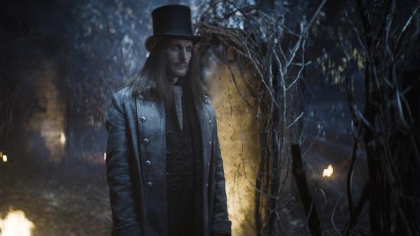 Dracula (Julian Bleach) im Spiegelwald | Rechte: NDR/Lemming Film