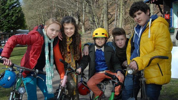 Die neuen Pfefferkörner: (von links) Jessi (Martha Fries), Ceyda (Merle de Villiers), Luis (Emilio Sanmarino), Niklas (Jaden Dreier) und Anton (Danilo Kamber) | Rechte: NDR/Romano Ruhnau