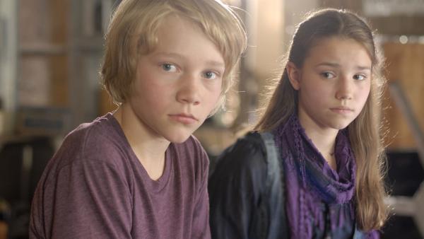 Max (Bruno Alexander) ist eifersüchtig. Was findet Nina (Carolin Garnier) bloß an Ben? | Rechte: NDR/Romano Ruhnau
