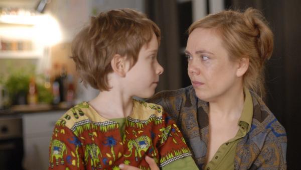 Ob Henri (Sammy O'Leary) seiner Mutter (Dagmar Leesch) nach Afrika folgt? | Rechte: NDR/Romano Ruhnau