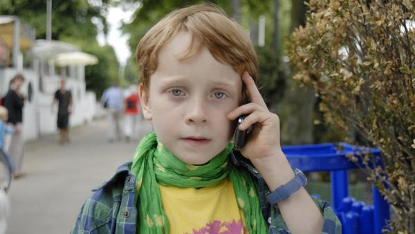 Henri (Sammy O'Leary) hat Angst, dass Max im Krankenhaus eine Riesen-Dummheit begeht. | Rechte: NDR/Romano Ruhnau