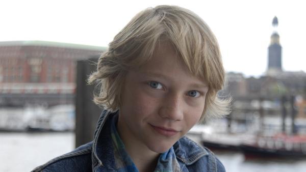 Max (Bruno Alexander) ist verliebt. | Rechte: NDR/Romano Ruhnau