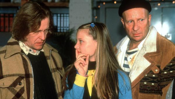 Natascha (Vijessna Ferkic) will dem Schleuser Jürgen (Helmut Rühl) nicht erzählen, wo Mary (Miriam Diop) sich aufhält. | Rechte: NDR/Boris Laewen