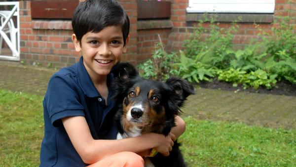 Ein Herz, eine Seele, und ein Spitzen-Team: Pfefferkorn Luis (Emilio Sanmarino) und Hund Feline. | Rechte: NDR/Romano Ruhnau