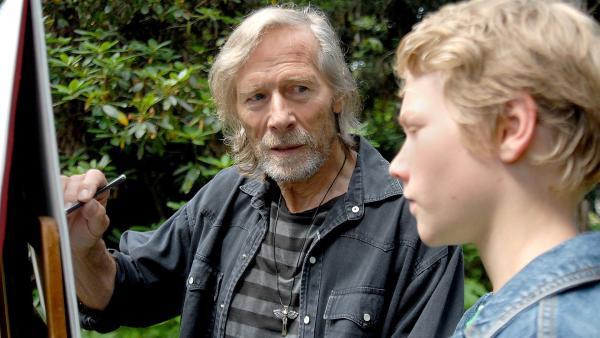 Der Bildhauer und Maler Hans von der Hagen (Horst Janson) möchte Max (Bruno Alexander) helfen. | Rechte: NDR/Romano Ruhnau
