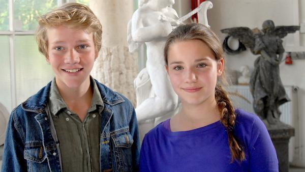 Max (Bruno Alexander) ist erleichtert: Nina (Carolin Garnier) geht es gut! | Rechte: NDR/Romano Ruhnau