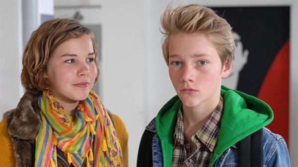 Tatja (Maya Franzius) ist schwer verliebt in Max (Bruno Alexander).   Rechte: NDR/Romano Ruhnau