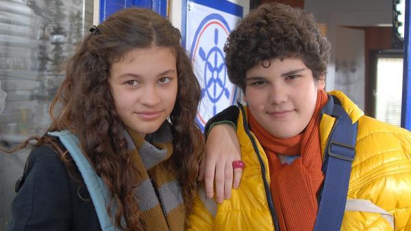Die Zwillinge Ceyda (Merle de Villiers) und Anton (Danilo Kamber) sind zwar höchst unterschiedlich, aber ein Herz und eine Seele. | Rechte: NDR/Romano Ruhnau