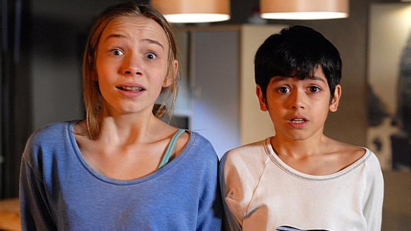 Jessi (Martha Fries) und Luis (Emilio Sanmarino) werden von einem Einbrecher überrascht. | Rechte: NDR/Romano Ruhnau