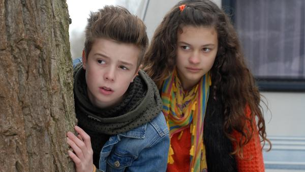 Niklas (Jaden Dreier) und Ceyda (Merle de Villiers) sind ein gutes Team. | Rechte: NDR/Romano Ruhnau