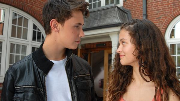 Können diese Augen lügen? Ceyda (Merle de Villiers) hat sich in Ivo (Yannic Eilers) verliebt. | Rechte: NDR/Romano Ruhnau