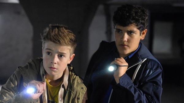 Niklas (Jaden Dreier) und Anton (Danilo Kamber) sind den Tätern dicht auf der Spur. | Rechte: NDR/Romano Ruhnau