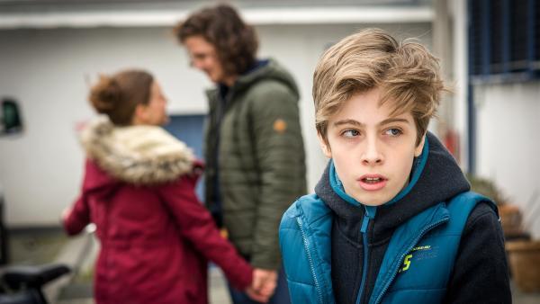 Till (Otto von Grevenmoor) fühlt sich von seinem Bruder allein gelassen. | Rechte: NDR/Boris Laewen