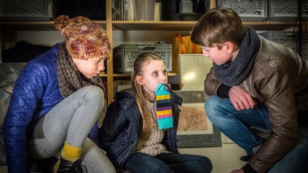 Lisha und Johannes befreien Alice.  | Rechte: NDR/Boris Laewen