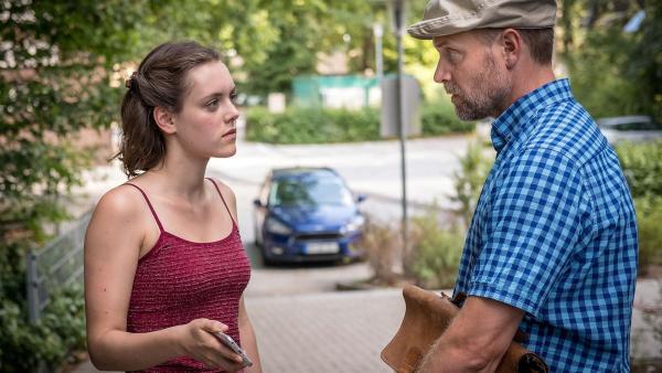 Martin wird von seiner Schülerin Antonia erpresst. | Rechte: NDR/Boris Laewen