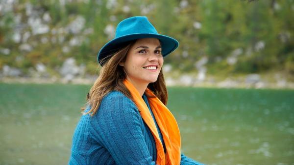 Bennys Mutter Andrea (Katharina Wackernagel) ist mit auf Klassenfahrt gefahren.   Rechte: NDR/Martin Rattini