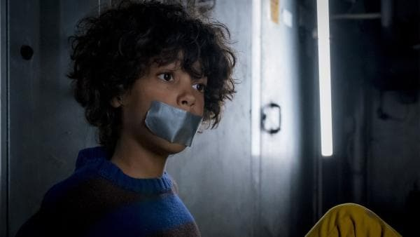 Femi (Spencer König) kann sich in den unterirdischen Gängen des Wunderlands nicht mehr bemerkbar machen. | Rechte: NDR/Letterbox Filmproduktion/Boris Laewen