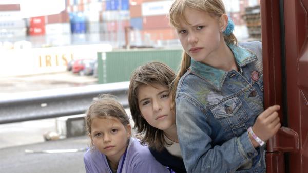 Marie, Yeliz und Lilly (Nina Flynn, Mira Lieb, Laura Gabriel, v.li.) | Rechte: NDR/Romano Ruhnau