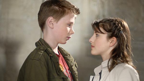 Karol (Moritz Glaser) und Yeliz (Mira Lieb) streiten sich. Wieso aber macht Yeliz Schluss? | Rechte: NDR/Romano Ruhnau