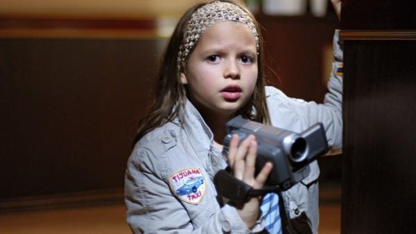 Marie (Nina Flynn) will auf eigene Faust Beweise gegen die Schutzgeld-Erpresser sammeln.   Rechte: NDR/Romano Ruhnau