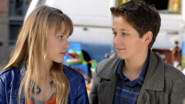 Laurenz (Tim Tiedemann) ist verliebt in Lilly (Laura Gabriel), traut sich aber nicht, es ihr zu sagen. | Rechte: NDR/Romano Ruhnau