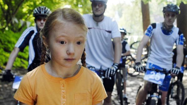 Emma (Aurelia Stern) konzentriert sich. | Rechte: NDR/Romano Ruhnau