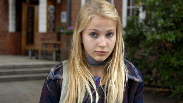 Sophie (Katherina Unger) steht unter falschem Verdacht. | Rechte: NDR/Romano Ruhnau
