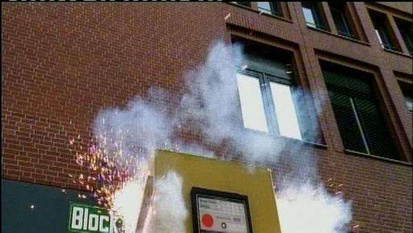 Folge 63: Zündstoff - Explosion in Briefkasten | Rechte: NDR